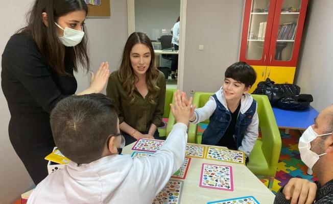 Çocuk oyuncu Mustafa Konak, karakterine hazırlandığı rehabilitasyon merkezini ziyaret etti