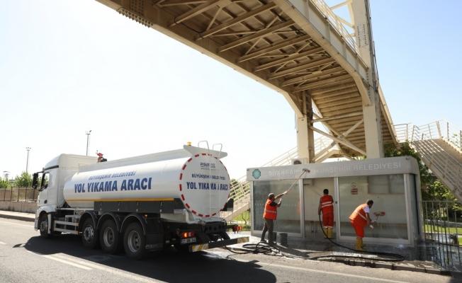 Diyarbakır Büyükşehir Belediyesi temizlik çalışmalarına aralıksız devam ediyor
