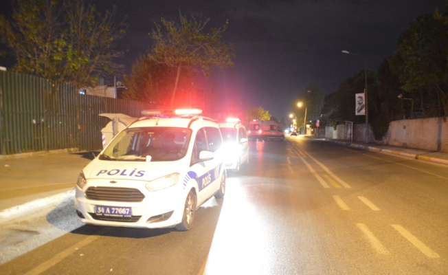 Dur ihtarına uymayan şüpheliler polise ateş açtı: 2 polis yaralı