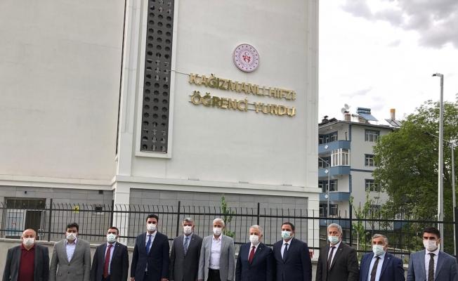 Ermeniler tarafından şehit edilen şairin adı yurda verildi