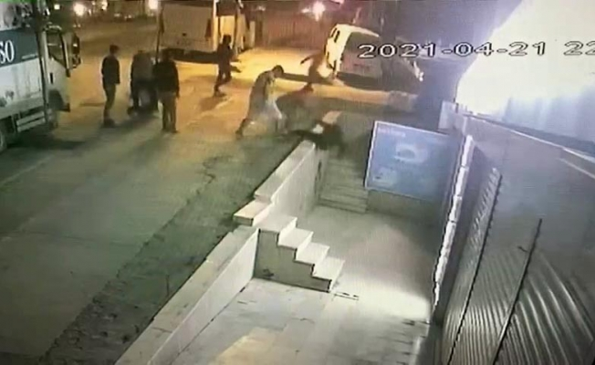 Esenyurt'ta bıçaklı kavga kamerada