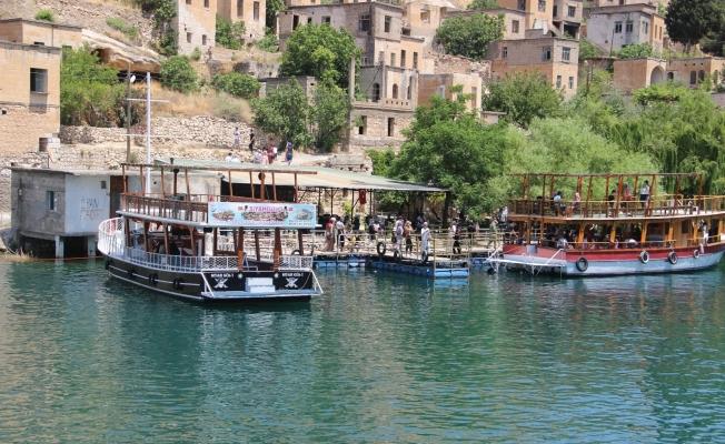 Halfeti'ye turist akını