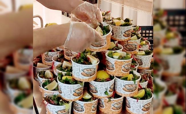 Her gün 490 aileye sıcak yemek dağıtılıyor