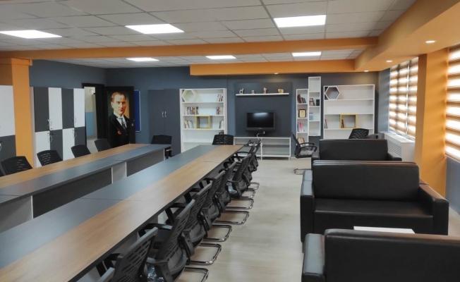 İl Milli Eğitim Müdürü Tekin söz vermişti, yeni öğretmenler odasını yaptırdı