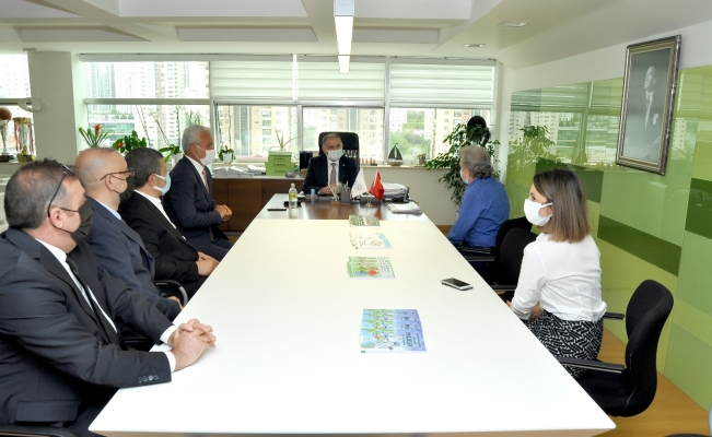İTÜ Rektörü Koyuncu'dan Doğa Koleji'ne destek