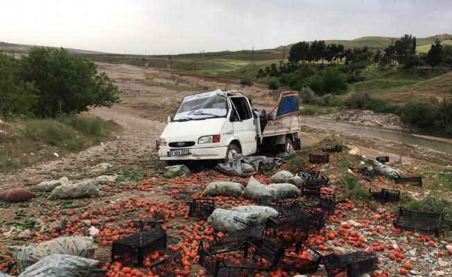 Kahta'da sebze yüklü kamyonet takla attı: 2 yaralı