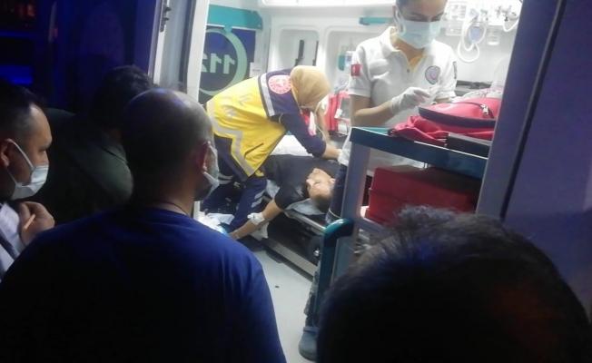 Küçük çocuk, telefonunu bulup teslim etmek isteyen kişiyi silahla yaraladı
