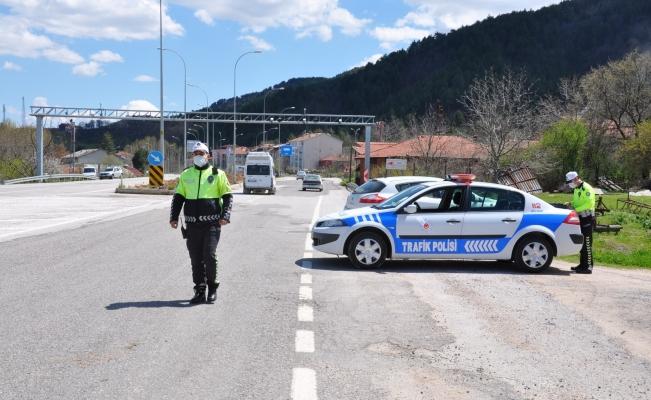 Kurallara uymayan 61 araç trafikten men edildi