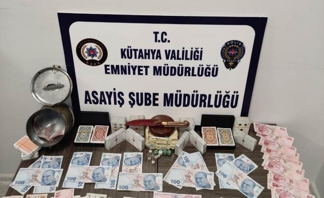 Kütahya'da kumar oynayan 19 kişiye 72 bin 591 lira  para cezası