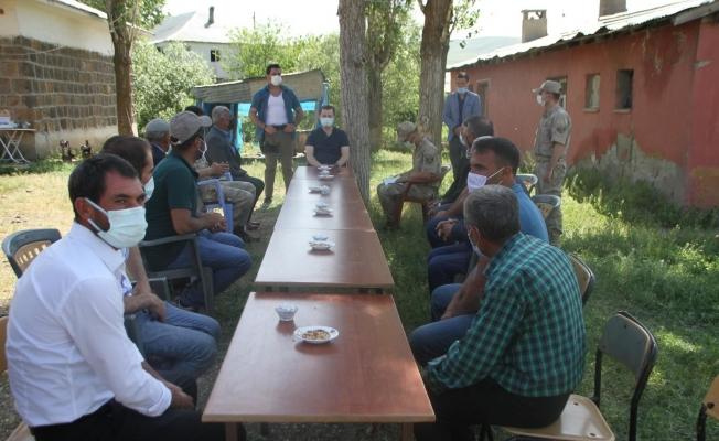 Malazgirt Kaymakamı Demirer Aktuzla köyünü ziyaret etti