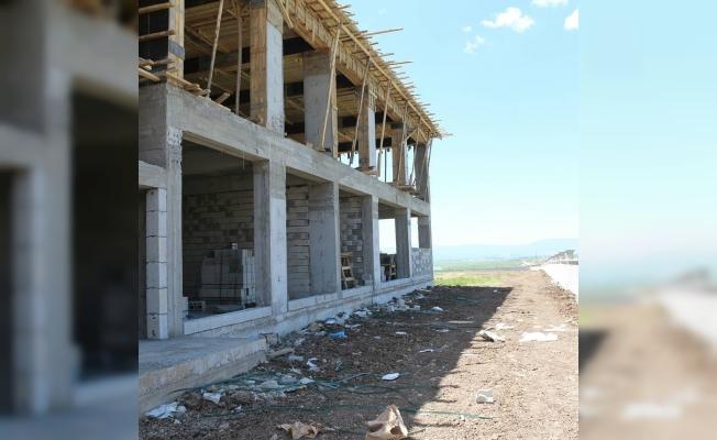 Müdür Tunçel, okul inşaatında incelemelerde bulundu