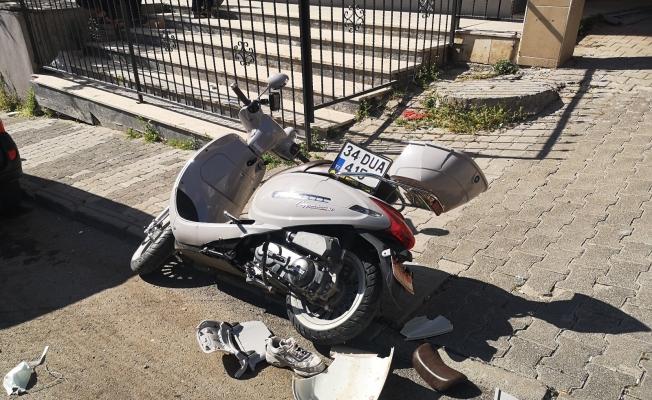 (Özel) Maltepe'de otomobil ile motosiklet çarpıştı: 1 ağır yaralı