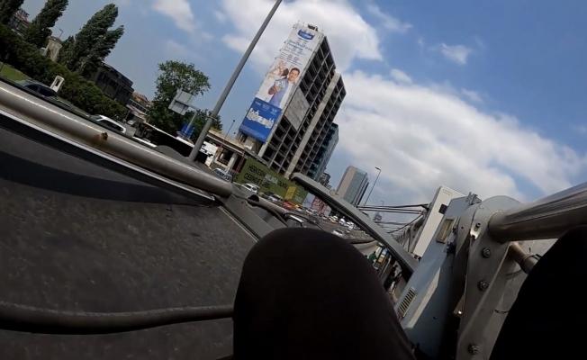 (Özel) Metrobüsün üstünde tehlikeli yolculuk kamerada