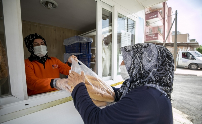 Parasını hayırseverin ödediği 4 bin ekmek ihtiyaç sahiplerine dağıtıldı