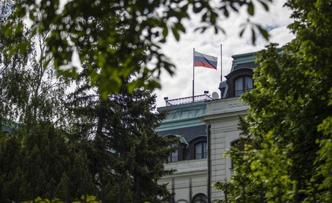 Sınır dışı edilen Rus diplomatlar ve büyükelçilik çalışanları Çekya'dan ayrıldı
