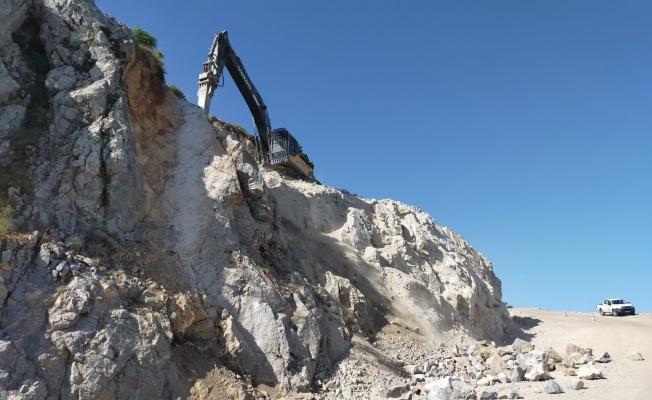 Spil Dağı'nda yol çalışmaları devam ediyor