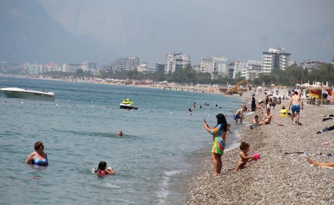 Tam kapanmanın son gününde sahillerde turist yoğunluğu