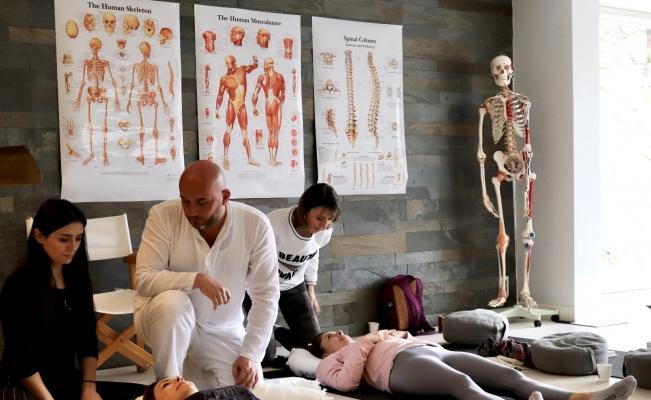 Türkiye'nin ilk yoga terapistlerini yetiştiriyor