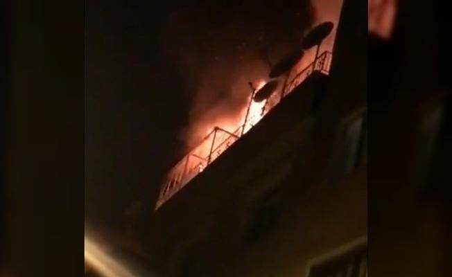 Yangını gören mahalleli sokağa döküldü