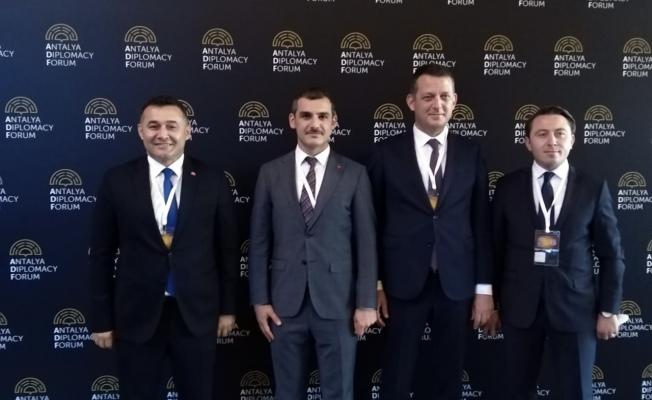 Ürkmezer ve Yücel Antalya Diplomasi Forumu'na katıldılar
