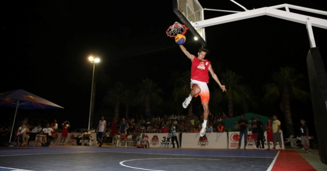 3x3 Sokak Basketbolu  şampiyonu 'SA Twins'