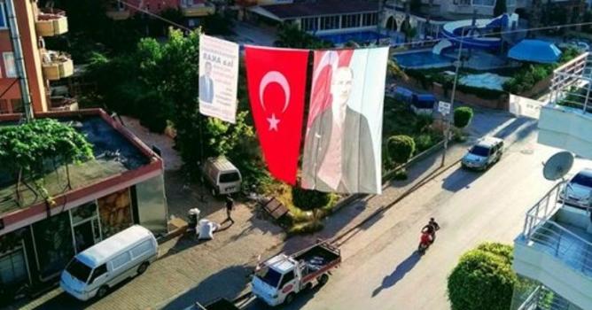Akar'dan dev Atatürk posteri