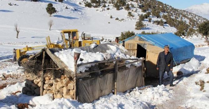 BŞB mahsur kalan  çobanları kurtardı