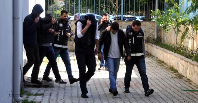 Dolandırıcı çetesi tutuklandı