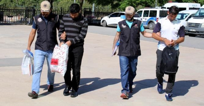 FETÖ'den gözaltına alınan  iki maliyeci tutuklandı