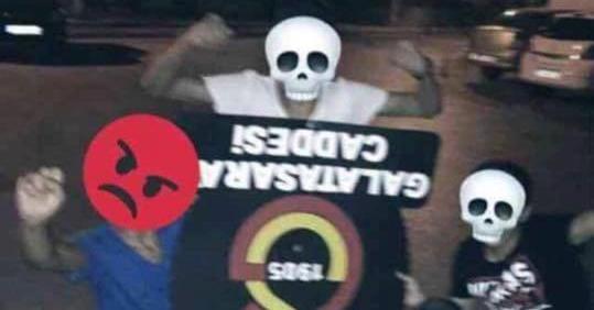 Galatasaray tabelalarına çirkin saldırı