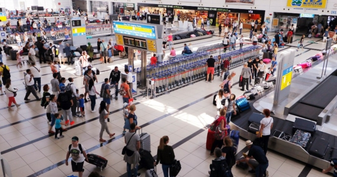 İlk 10 ayda turist  kaybı 4,5 milyon