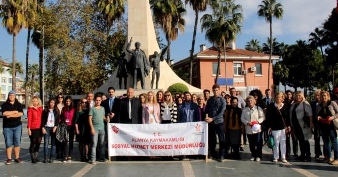 Kadına şiddete karşı Karanfilli yürüyüş!