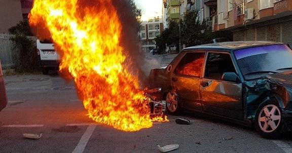 Kaza yapan motosiklet yandı