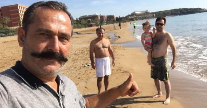 Kimse boğulmasın diye  plajda nöbet tutuyor!