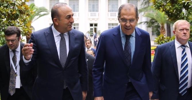 Lavrov afişlerle karşılanacak