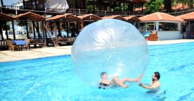Otizmli gençlerin  Alanya'da tatil keyfi