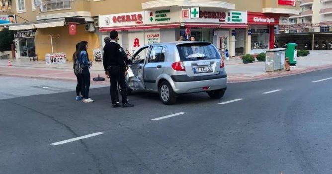 Otomobille motosiklet çarpıştı:1 ağır yaralı