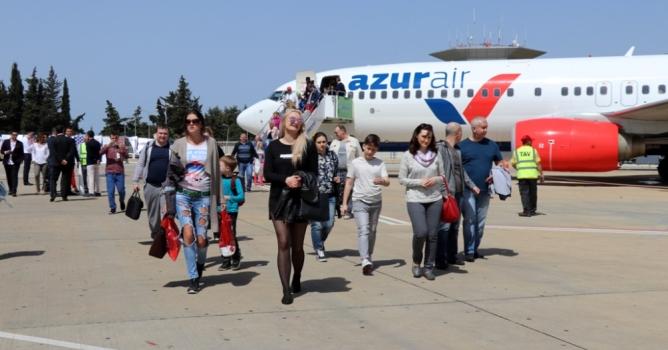 Ruslar Antalya'ya  akın akın geliyor