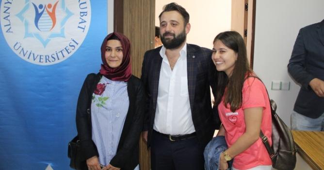 Survivor Erdi ALKÜ'de  öğrencilerle buluştu