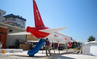 11 metrelik oyuncak uçak  kaykay olarak kullanılacak