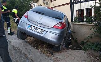 Otomobil uçtu: 2 yaralı
