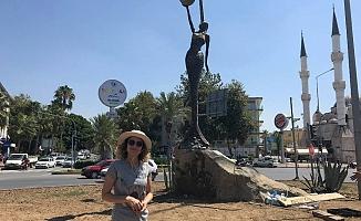 Denizkızı heykeli yenilendi