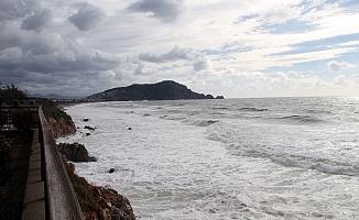 Denizde dev dalgalar oluştu