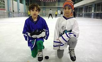 Minik buz hokeyciler  şampiyonluk getirdi