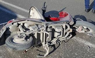 Elektrikli bisikletle otomobil çarpıştı: 1 yaralı