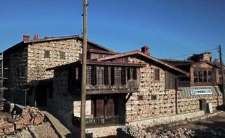 Beton yapının giremediği tek köy tarihe meydan okuyor