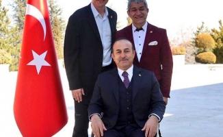 Çavuşoğlu, Türkiye'nin tanıtımı için poz verdi