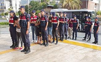 Alanya'da jandarmanın operasyonuyla yakalanan 6 fuhuş şüphelisi adliyede
