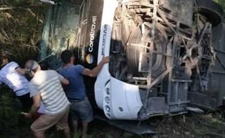 Turist taşıyan otobüs devrildi: 25 yaralı