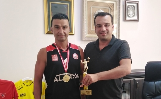 Belediyespor turnuvadan şampiyon çıkardı
